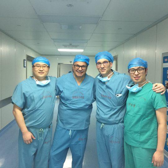 Ορθοπαιδικοί χειρουργοί σε νοσοκομείο